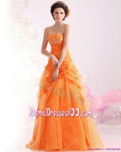 2015 Luxurious Strapless Orange Red Long Dama Dress with Hand Made Flowers and Beading