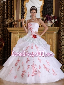 White A-Line / Princess Strapless Floor-length Organza Appliques Quinceanera Dress