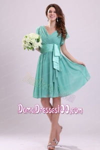 Apple Green V-neck Chiffon Dama Dress with Short Sleeves