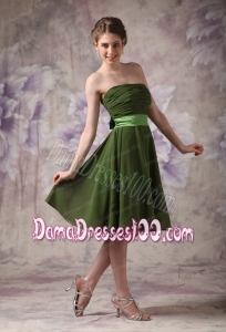 Olive Green Chiffon Strapless Short Cheap Dama Dres with Sashes