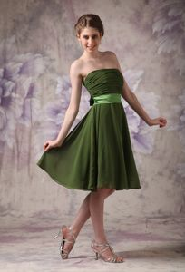 Strapless Olive Green Knee-length 15 Dresses For Damas with Bowknot