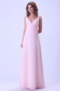 V-neck Formal Dresses For Dama in Baby Pink with Ruched Waist