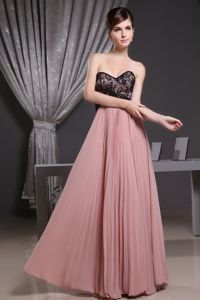 Pink with Black Lace Sweetheart Quinceanera Dama Dresses with Pleats