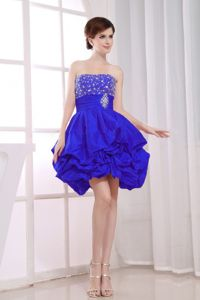 A-Line Strapless Royal Blue Beading Prom Dresses For Dama with Pick-ups