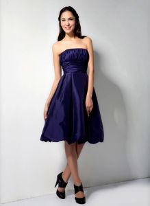 Purple Strapless Knee-length Prom Dresses For Dama with Ruched Bodice