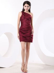 One Shoulder Wine Red Ruching Quinceanera Damas Dresses Knee-length