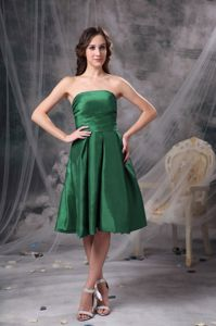 Green Knee-length Strapless Dama Dress For Quinceaneras in Summer