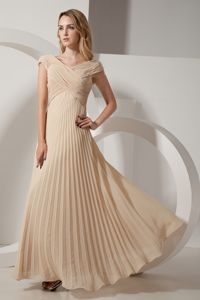 Recommended V-neck Pleated Formal Dama Dress in Champagne