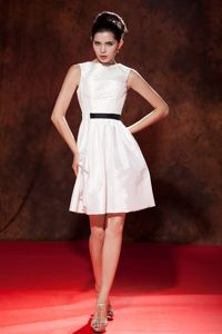 Vintage Bateau Neck Mini White Quince Dama Dress on Discount