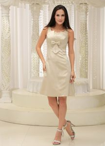 Scoop Neck Champagne Appliqued Short Dama Dress with Bow