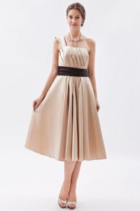 One Shoulder Tea-length Ruched Dama Dresses in Champagne