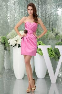 Sweetheart Pink Ruched Quince Dama Dresses with Hand Flower