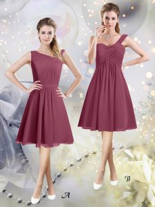 Sleeveless Chiffon Knee Length Zipper Dama Dress for Quinceanera in Burgundy with Ruching