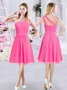 One Shoulder Knee Length Zipper Quinceanera Dama Dress Hot Pink for Prom and Party and Wedding Party with Ruching