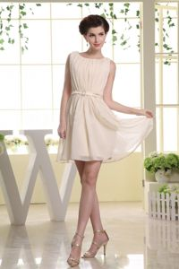 Bateau Champagne Dama Dress For Quinceaneras in Mini-length