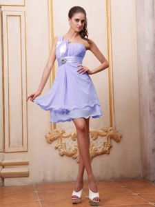 Lilac One Shoulder Short Dama Dress For Quinceanera with Beading
