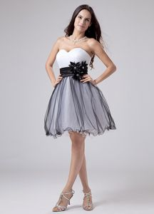 Sweetheart Dresses For Damas White and Black with Flowery Sash