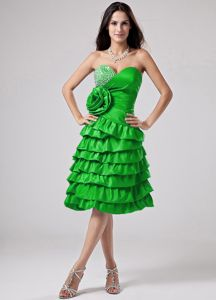 Green Quince Dama Dresses with Ruffles and Hand Made Flower