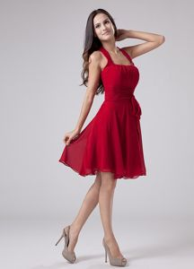 Red Halter Knee-length Dama Dress For Quinceaneras in Chiffon