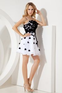 A-line Straps Prom Dresses For Dama White and Black with Sashes