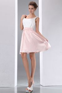 Scoop Short White and Pink Ruched Dama Dress For Quinceaneras