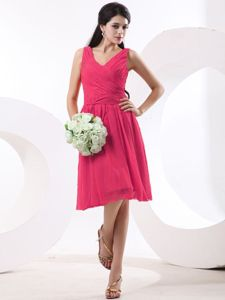 Ruches V-neck Coral Red Bridesmaid Dress for Dama Knee-length