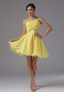 Cheap Yellow One Shoulder Dama Dress with Ruches and Beading