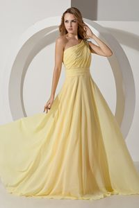One Shoulder Brush Train Beading Dama Dress in Light Yellow