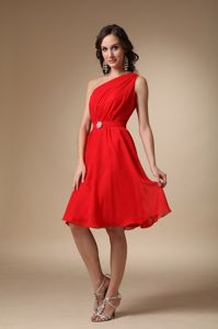 Beading A-line One Shoulder Knee-length Dama Dress in Red