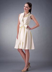 Light Yellow V-neck A-line Ruching and Bow Party Dama Dress