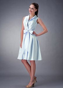 Light Blue Bow Knee-length V-neck Dama Dress with Ruchings