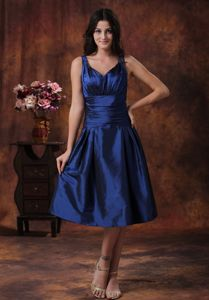 Tea-length Royal Blue Cheap Quince Dama Dress With V-neck