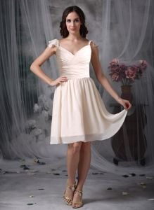 Knee-length Off White V-neck Quince Dama Dress with Ruche