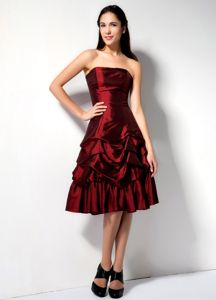 Knee-length A-line Burgundy Prom Damas Dress with Pick-ups
