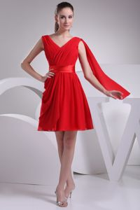 Red Chiffon V-neck A-line Ruched Short Quinces Dama Dress