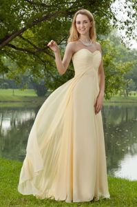 Empire Sweetheart Brush Train Ruched Dama Dress Light Yellow