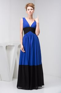 Floor-length V-neck Blue and Black Party Dama Dress with Pleats