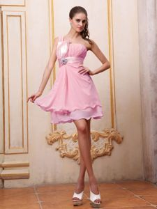 One Shoulder Ruching Short Dama Quinceanera Dresses in Pink