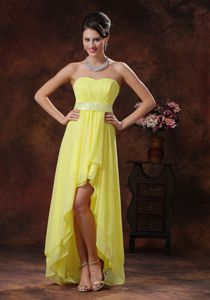 Light Yellow High-low 15 Dresses For Damas with Beaded Belt
