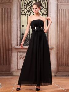Ankle-length Hand Made Flower Strapless Black Chiffon Dama gown