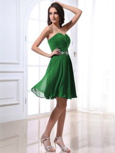 Short Beading Ruched Sweetheart Green Chiffon Dresses for Dama