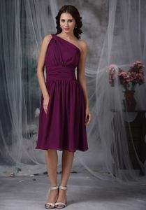 Ruched One Shoulder Knee-length Purple Party Dama Dress