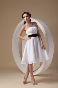 Simple Strapless Ruched White Chiffon Dama Dress with Black Sash