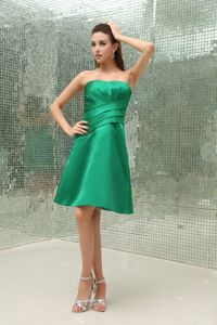 Ruched Strapless Zipper Up Green Taffeta Formal Dama Dress