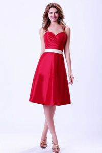 Sweetheart Belt Ruched Wine Red Knee-length Cocktail Dama Dress