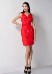 Red Column V-neck and Ruching Dama Dress for Quince with Mini-length