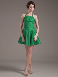 Halter Top for Green Mini Quince Dama Dresses with Beading and Ruching