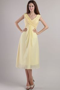 Straps V-neck and Ruching Damas Dresses for Quince in Light Yellow