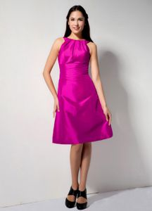 Fuchsia A-line Bateau Ruching Dama Dress for Quinceaneras to Knee
