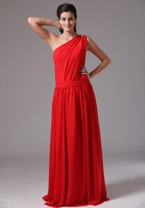 Red Asymmetrical One Shoulder Bridesmaid Dama Dresses with Pleating